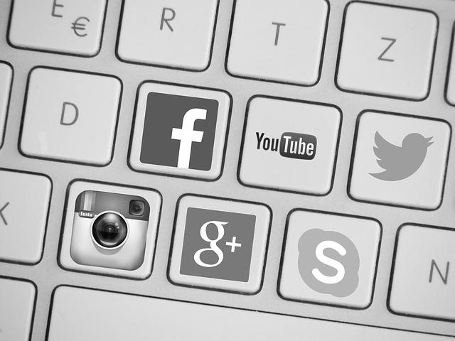 Médias sociaux : accepter le dialogue